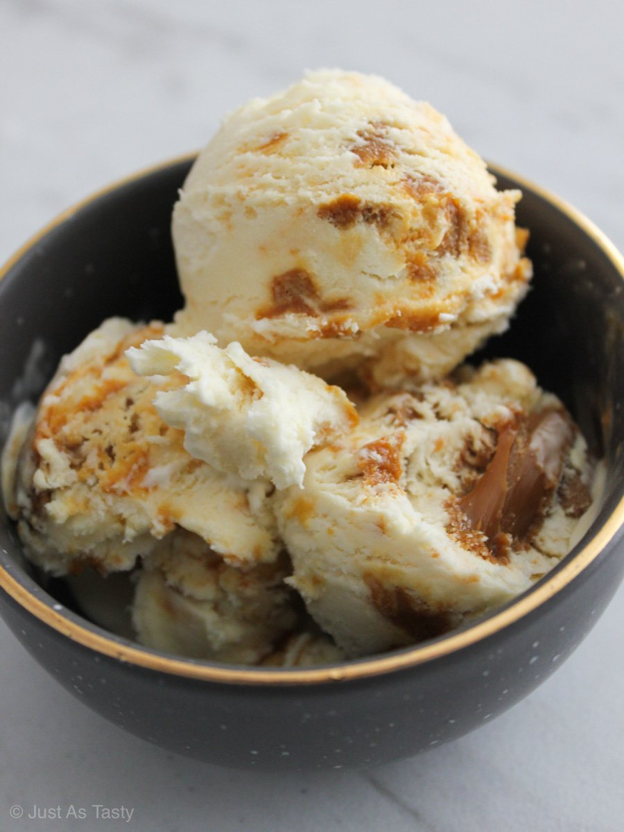 Scoops of salted caramel ice cream without eggs in a grey bowl.